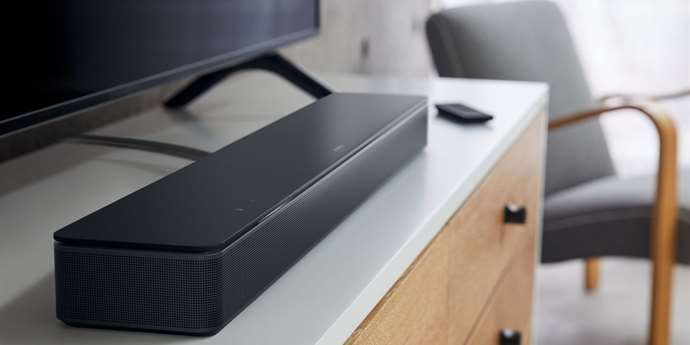 Bose Smart Soundbar 300: soundbar s AirPlay, Spotify Connect a hlasovými asistenty
