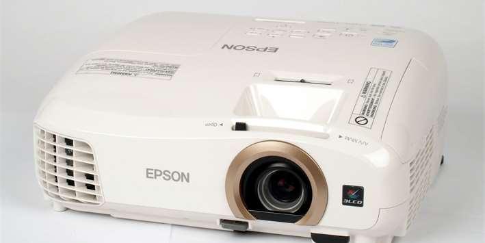 7× Full HD projektor pro domácí kino ve srovnávacím testu